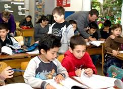 Roma Flüchtlingskinder im Unterricht.