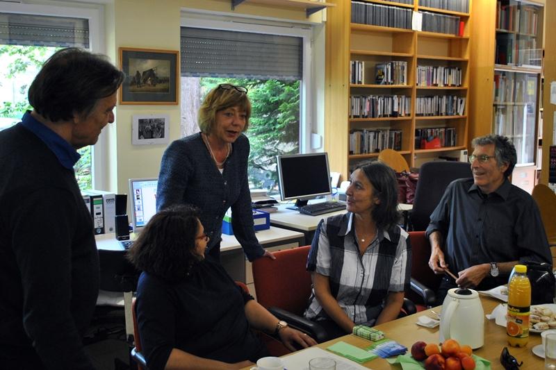 Frau Schadt besuchte das Dokumentationszentrum und Archiv des Rom e.V.