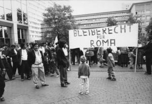 Demo der Kölner Roma vor dem Innenministerium NRW