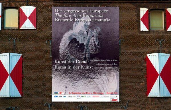 Fahne am Kölnischen Stadtmuseum (gestaltet von Eusebius Wirdeier)